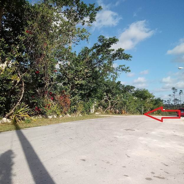 2. Single Family Homes por un Venta en Cottage and Foundation, Hamilton Subdivision, Carmichael Road Area - MLS 36790 Carmichael Road, Nueva Providencia / Nassau, Bahamas