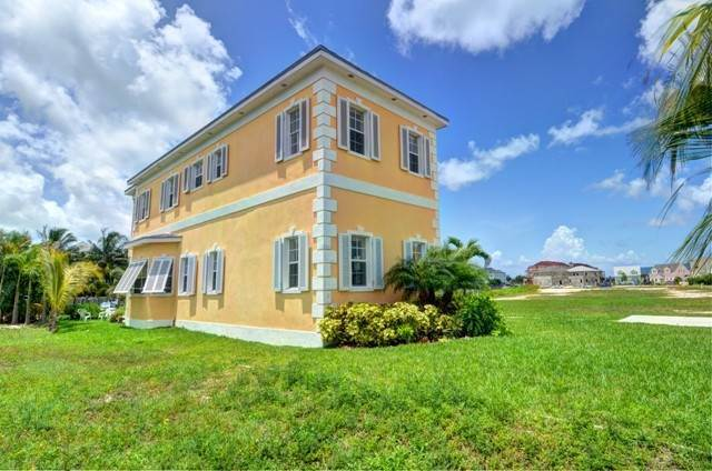 3. Single Family Homes por un Alquiler en Executive canal front home with dock in Sandyport, West Nassau Sandyport, Cable Beach, Nueva Providencia / Nassau Bahamas