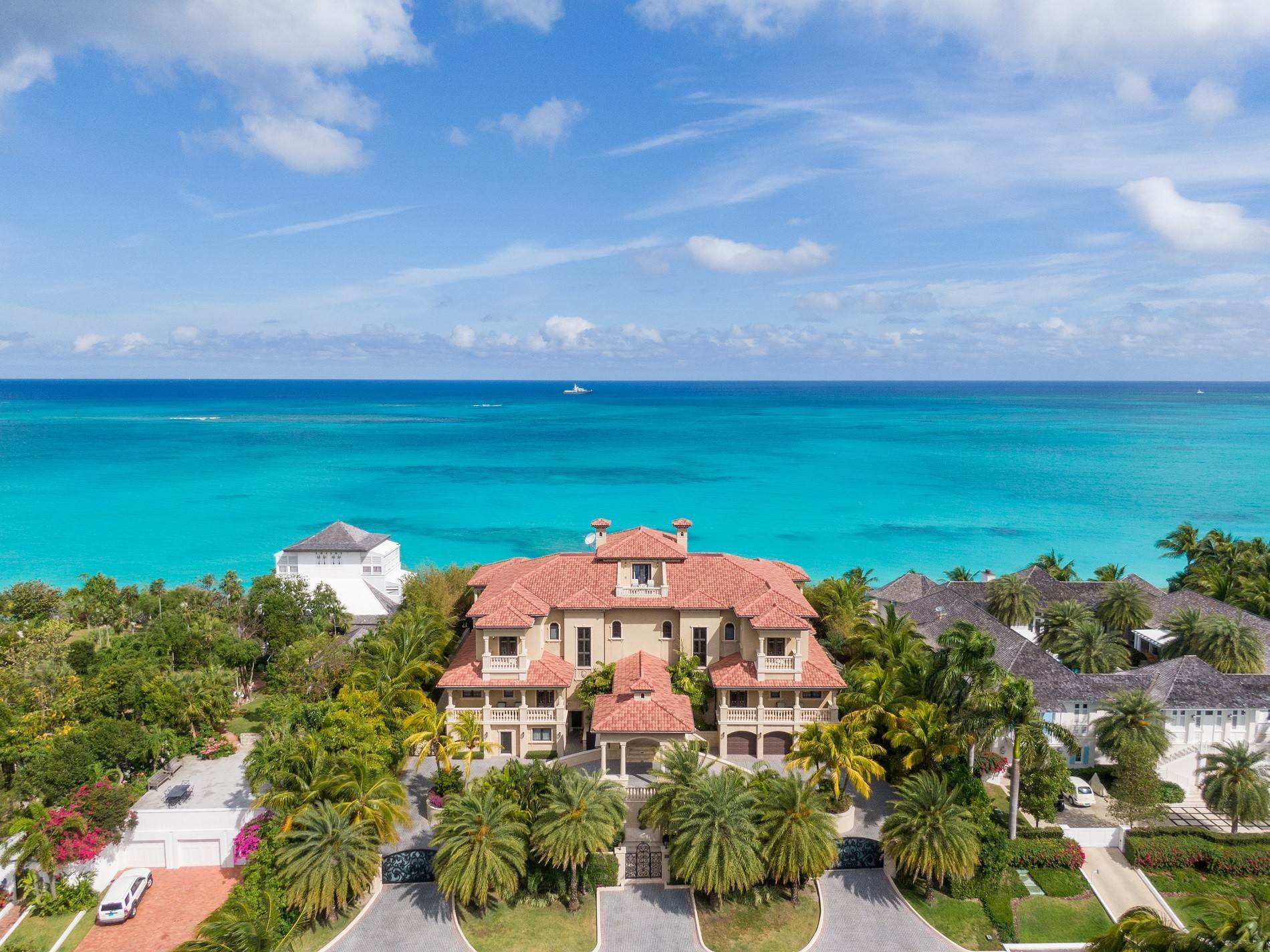 2. Single Family Homes for Sale at The Impeccable Krystal House at Old Fort Bay - MLS 40681 Old Fort Bay, Nassau And Paradise Island, Bahamas
