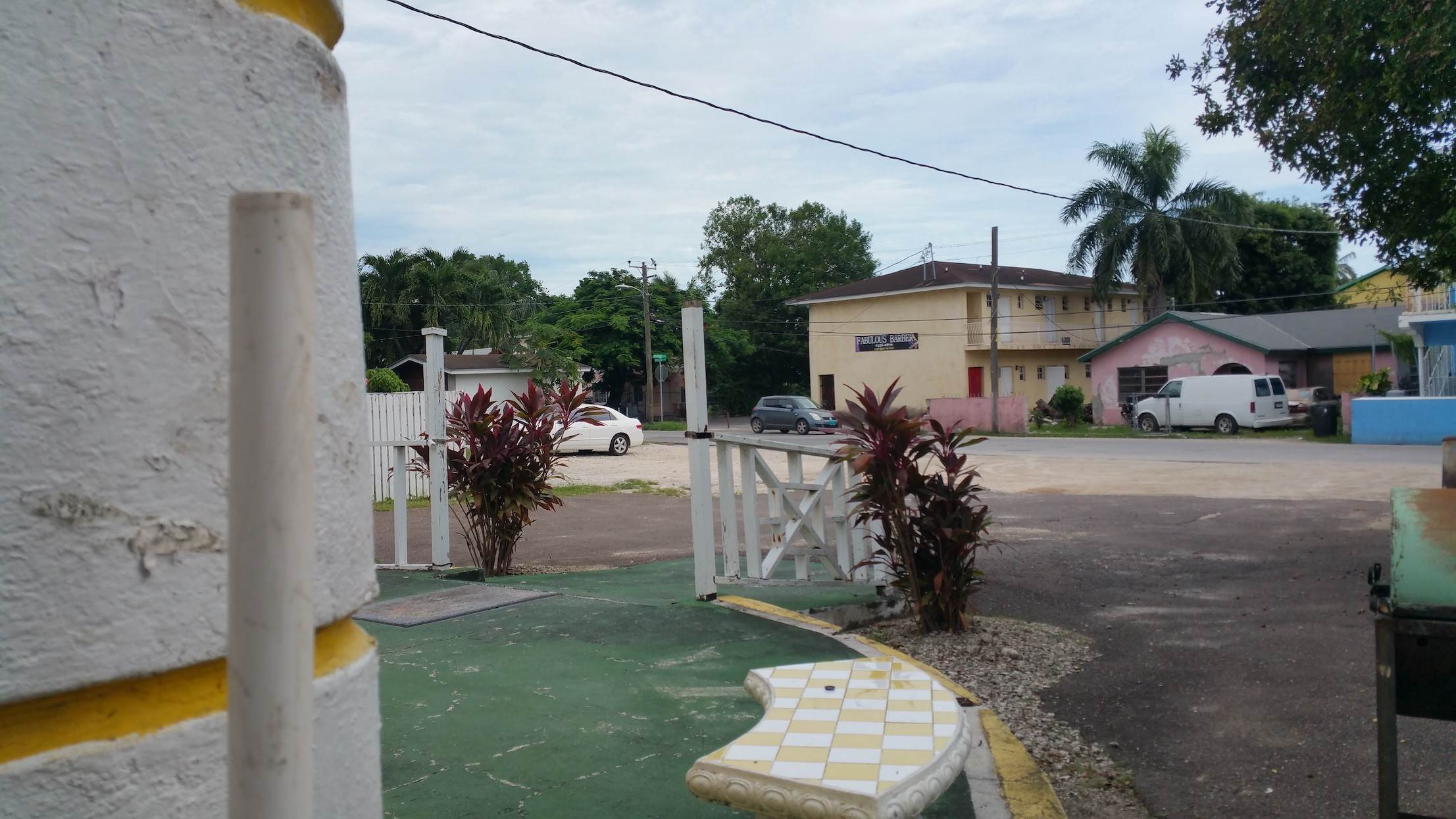 9. Commercial for Sale at Small Restaurant on Very Large Lot Chippingham, Nassau And Paradise Island, Bahamas