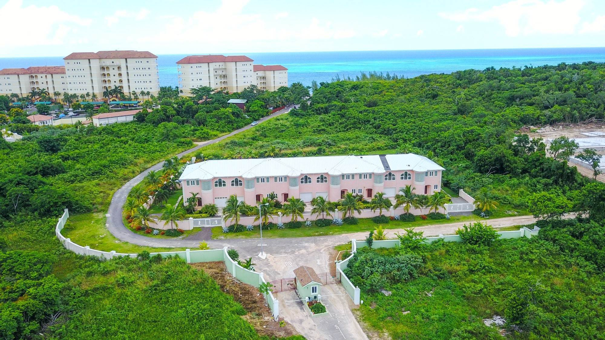 2. Single Family Homes for Sale at Caves Crest Apartments Caves Heights, Nassau And Paradise Island, Bahamas
