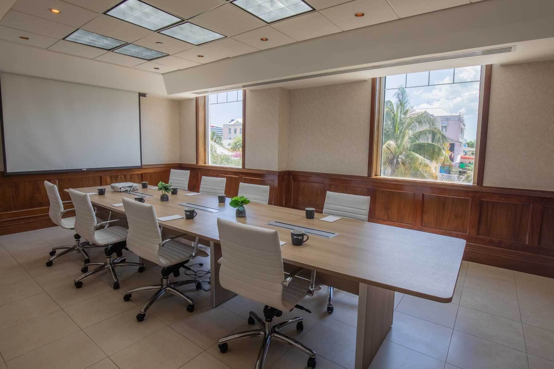 2. Comercial por un Alquiler en Centrally Located Downtown, Best Priced & Modern Office Space Monthly or Yearly - MLS 42111 Bay Street, Nueva Providencia / Nassau, Bahamas