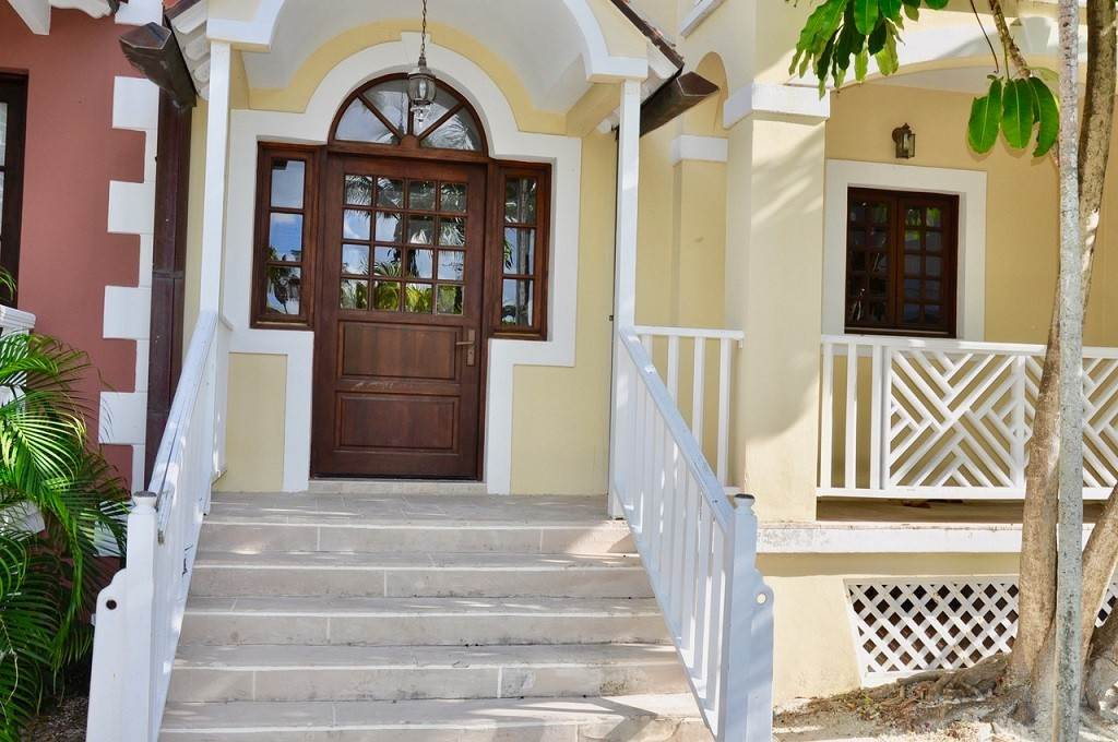 2. Co-op / Condominio por un Alquiler en Spectacular Townhouse at Grand Bahama Yacht Club for sale or rent! Bell Channel, Lucaya, Gran Bahama Freeport Bahamas