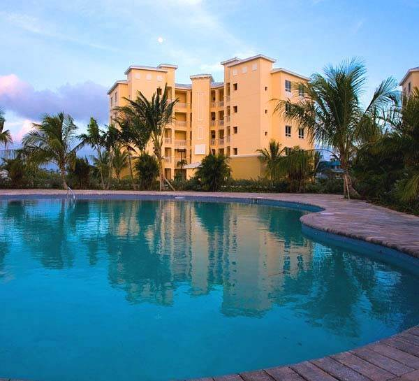 2. Co-op / Condo for Rent at Luxurious Waterfront 1-Bedroom Condominium in Gorgeous Suffolk Court Bahamia Marina, Freeport And Grand Bahama, Bahamas