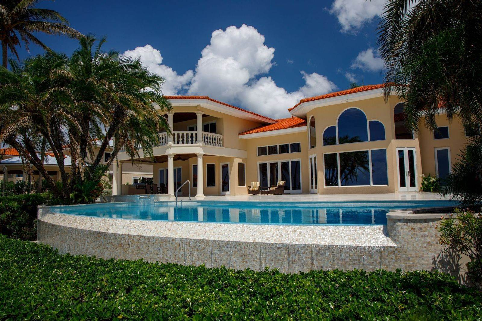 40. Single Family Homes for Sale at The Grand Estate at Fortune Cay - MLS 44053 Fortune Cay, Freeport and Grand Bahama, Bahamas