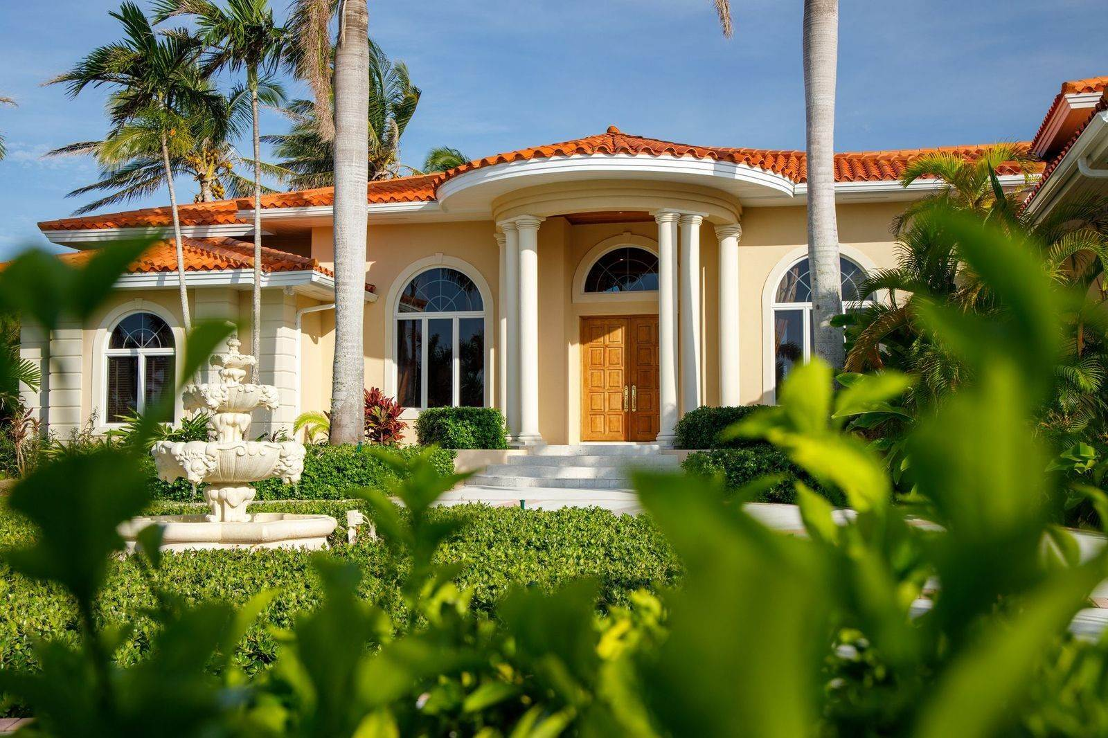 44. Single Family Homes for Sale at The Grand Estate at Fortune Cay - MLS 44053 Fortune Cay, Freeport and Grand Bahama, Bahamas
