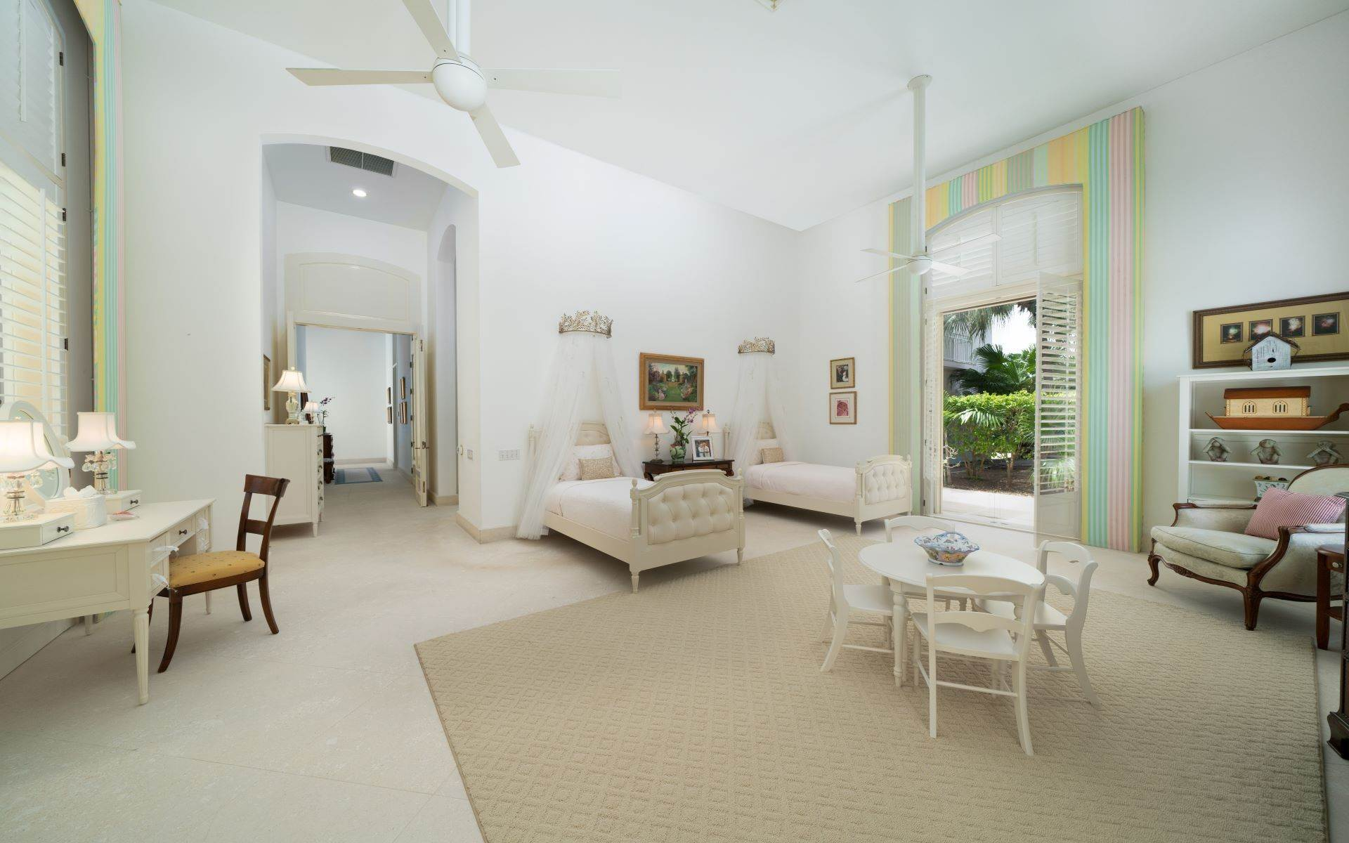 35. Single Family Homes for Sale at Luxurious Lyford Cay Canalfront Estate - MLS 40934 Lyford Cay, Nassau And Paradise Island, Bahamas