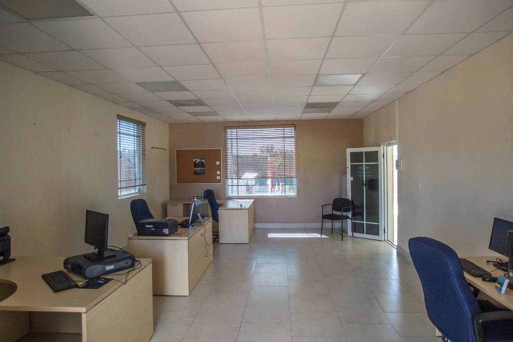 4. Commercial for Rent at Unique Discovery Plaza Upper Floor Office Space - MLS 33337 Nassau And Paradise Island, Bahamas