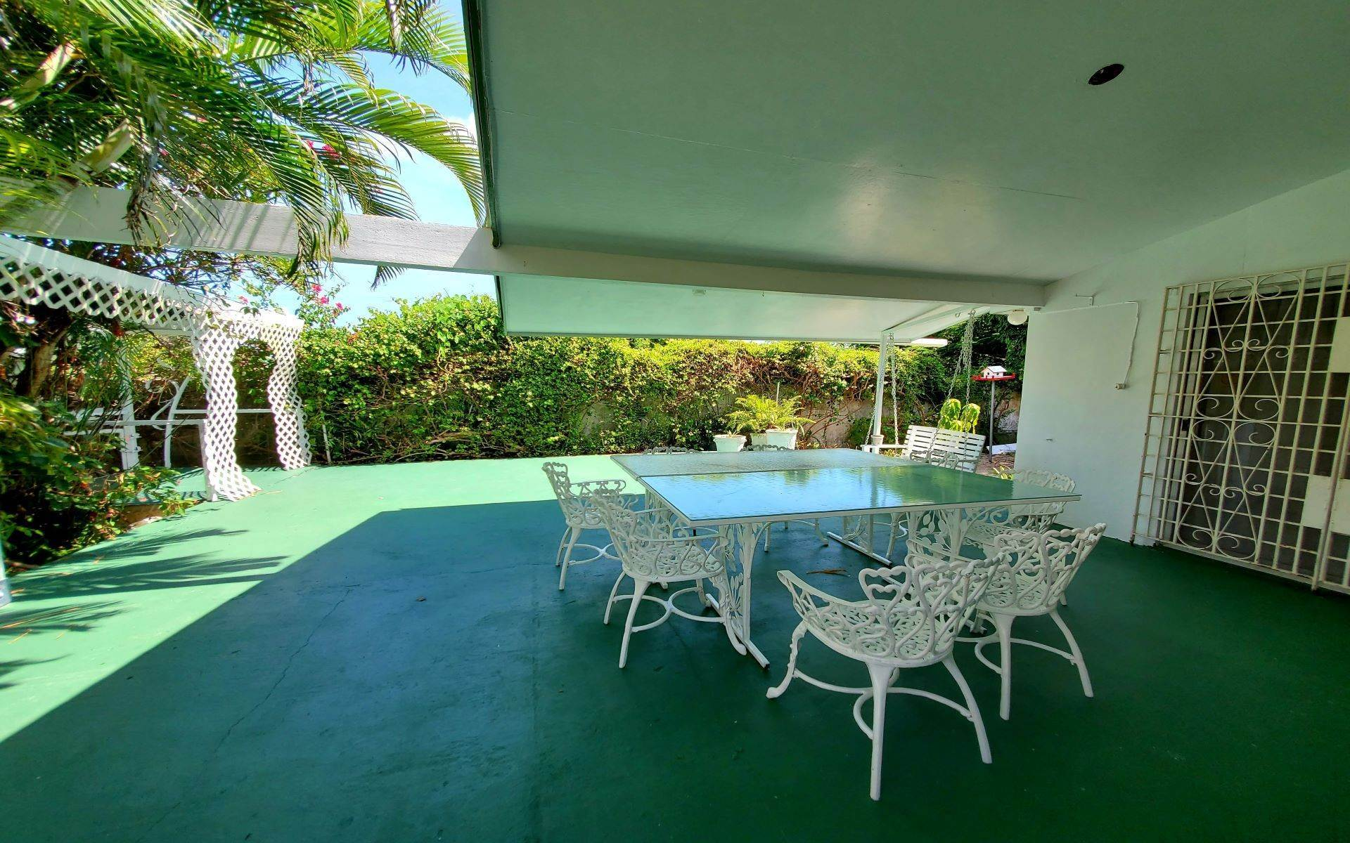 21. Single Family Homes for Rent at Monastery Park Home - MLS 42054 Monastery Park, Nassau And Paradise Island, Bahamas