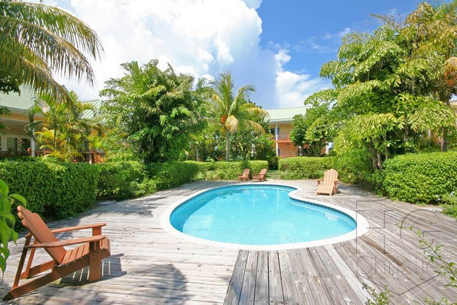 21. Single Family Homes por un Alquiler en Island Home in Shoreline, Fortune Beach, Lucaya Shoreline, Lucaya, Gran Bahama Freeport Bahamas