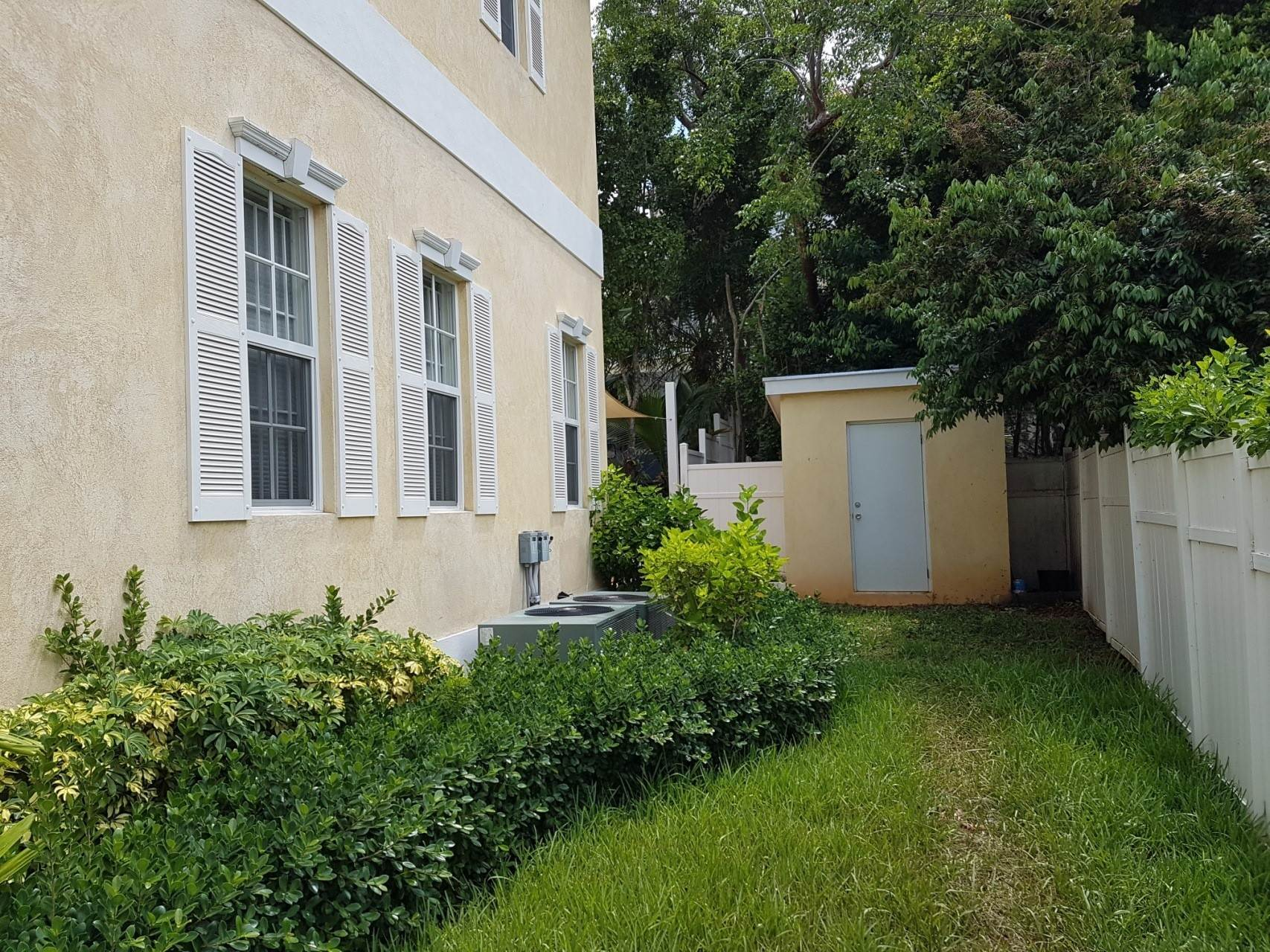 21. Co-op / Condo for Rent at Beautiful Balmoral Townhome Nassau And Paradise Island, Bahamas