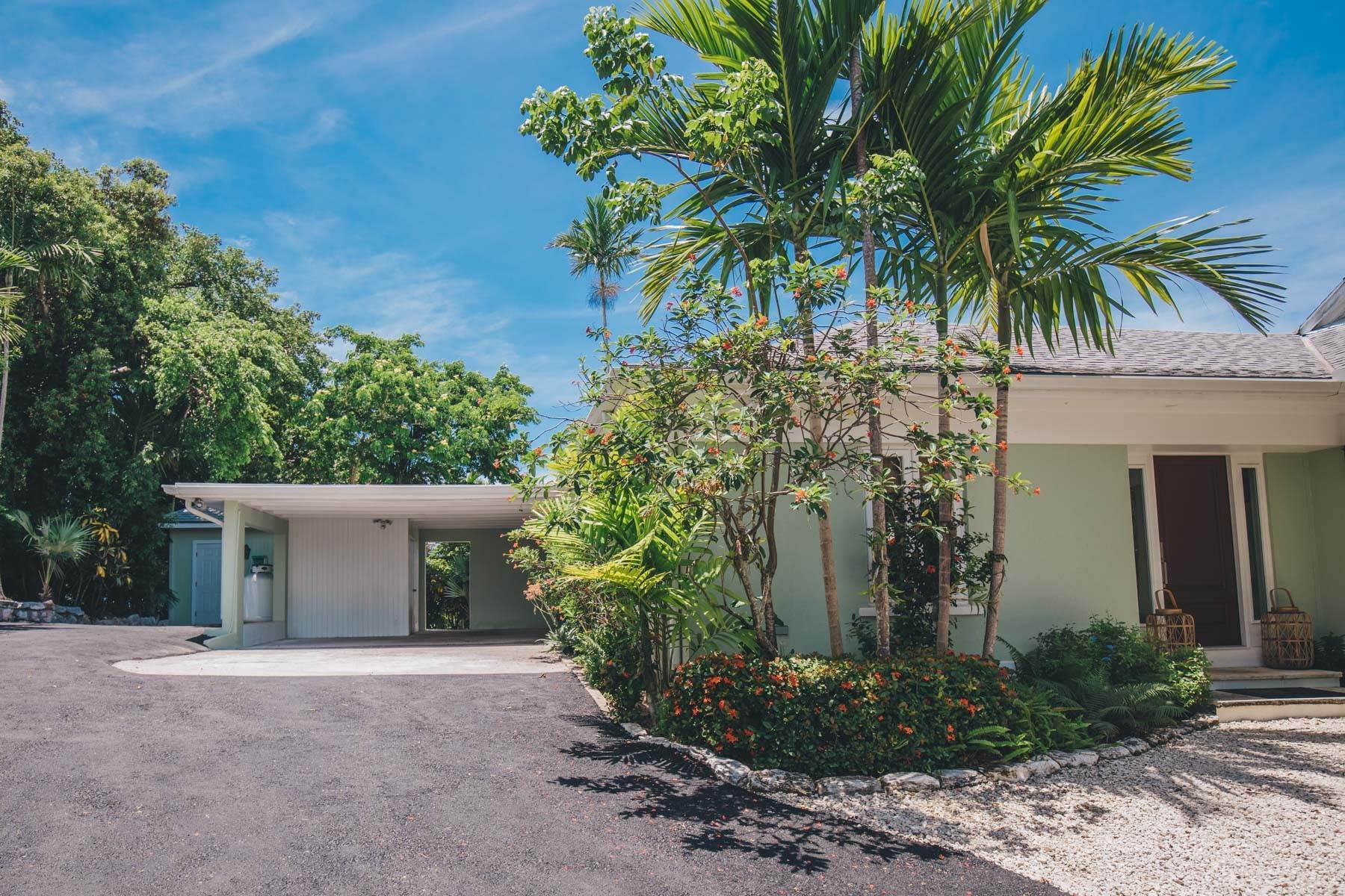 22. Single Family Homes for Sale at Charming Skyline Heights Home - MLS 43542 Nassau And Paradise Island, Bahamas