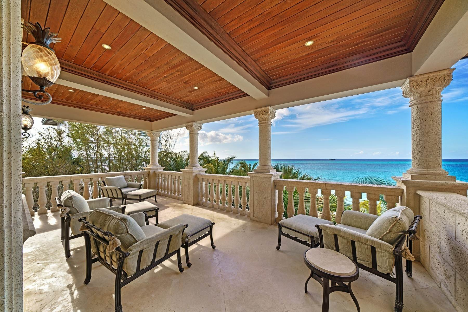 21. Single Family Homes for Sale at The Impeccable Krystal House at Old Fort Bay - MLS 40681 Old Fort Bay, Nassau And Paradise Island, Bahamas