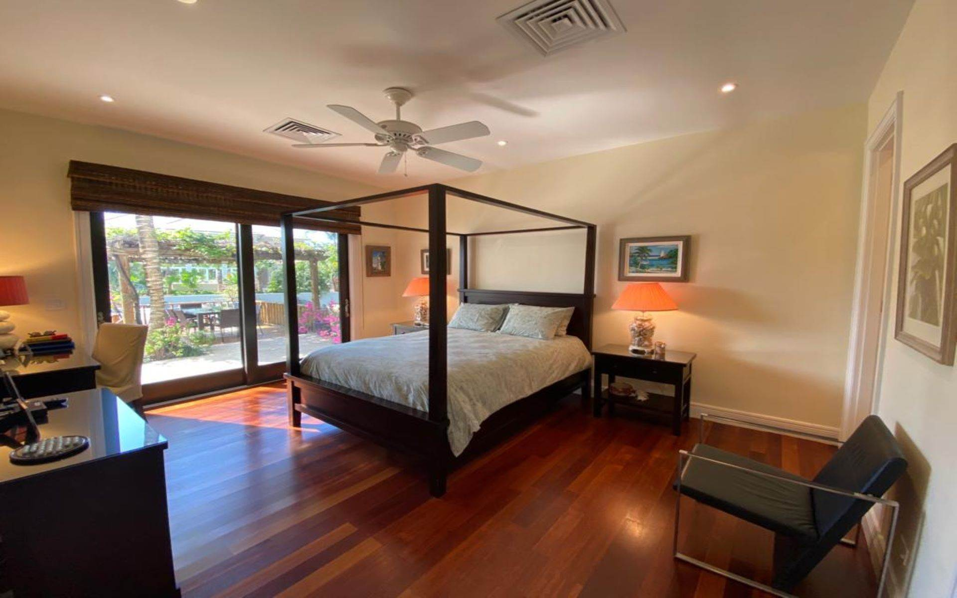 21. Single Family Homes for Sale at Immaculate House on Venetian Lane in Old Fort Bay Old Fort Bay, Nassau And Paradise Island, Bahamas