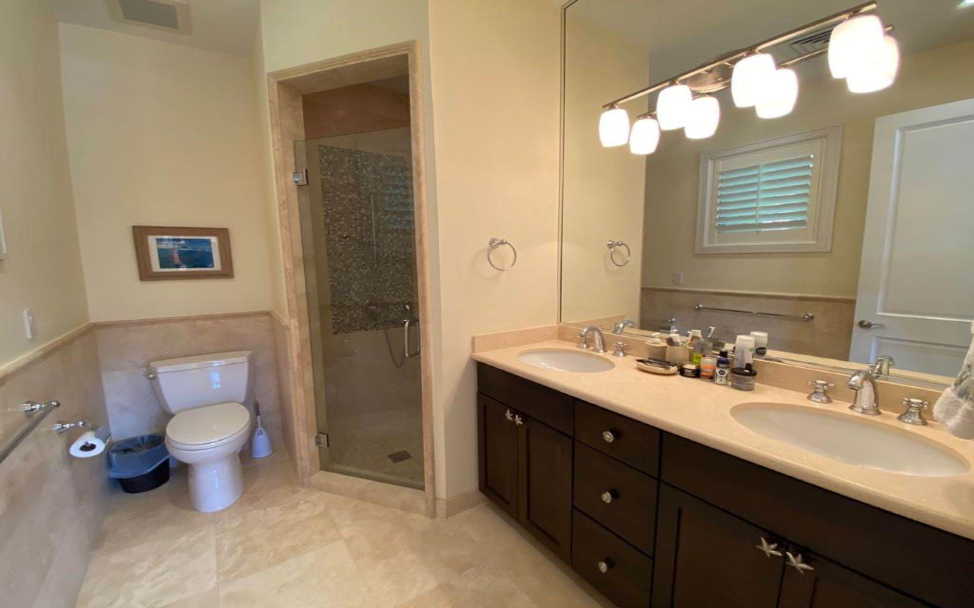 22. Single Family Homes for Sale at Immaculate House on Venetian Lane in Old Fort Bay Old Fort Bay, Nassau And Paradise Island, Bahamas