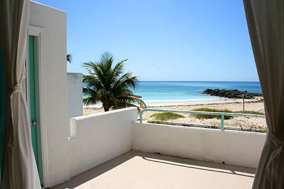13. Co-op / Condominio por un Alquiler en Paradise Awaits! Newly Renovated Oceanfront 2 Bedroom Condo in Tyne Beach Bahama Terrace Yacht And Country Club, Gran Bahama Freeport, Bahamas