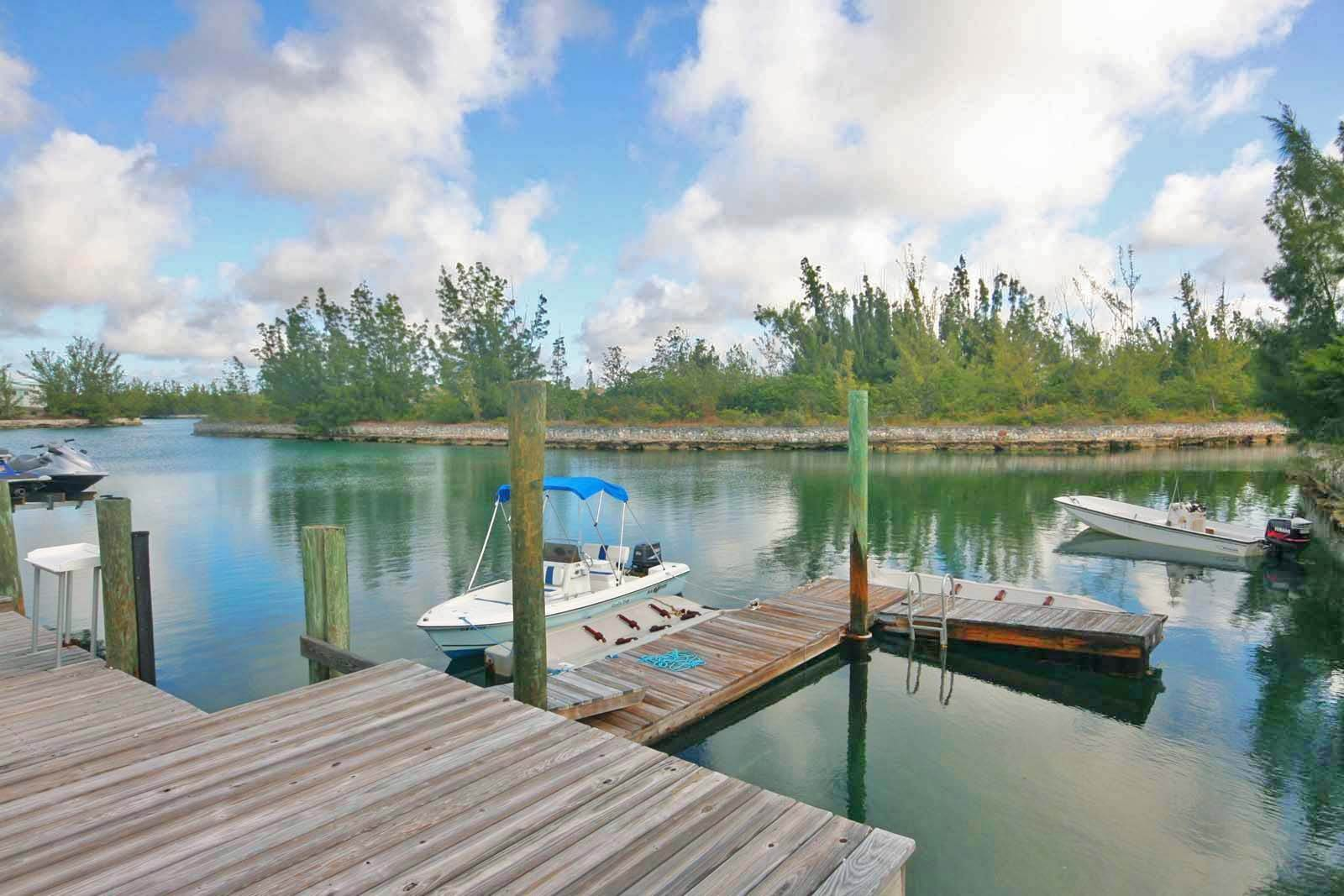 22. Single Family Homes for Rent at Wonderful Canal Front Home Near Beach in Fortune Bay! Fortune Bay, Freeport And Grand Bahama, Bahamas