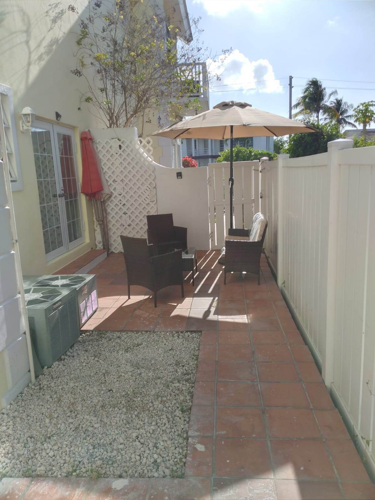 12. Co-op / Condominio por un Alquiler en Cable Beach 3 Bedroom Renovated Townhouse - MLS 44393 Nueva Providencia / Nassau, Bahamas