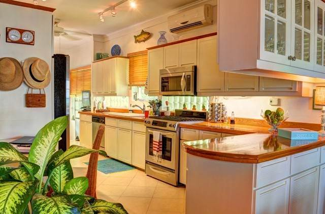 4. Single Family Homes for Sale at Tambourina Island Villa and Cottage, Eastern Road (MLS 24295) Eastern Road, Nassau And Paradise Island, Bahamas