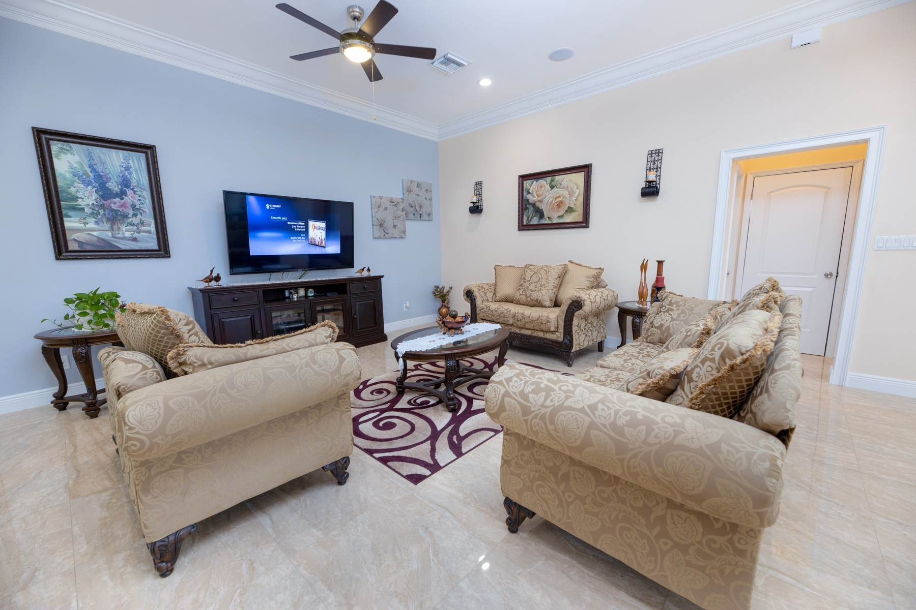 2. Single Family Homes for Sale at Villa Greenway House for Sale - MLS 41427 Charlotteville, Nassau And Paradise Island, Bahamas