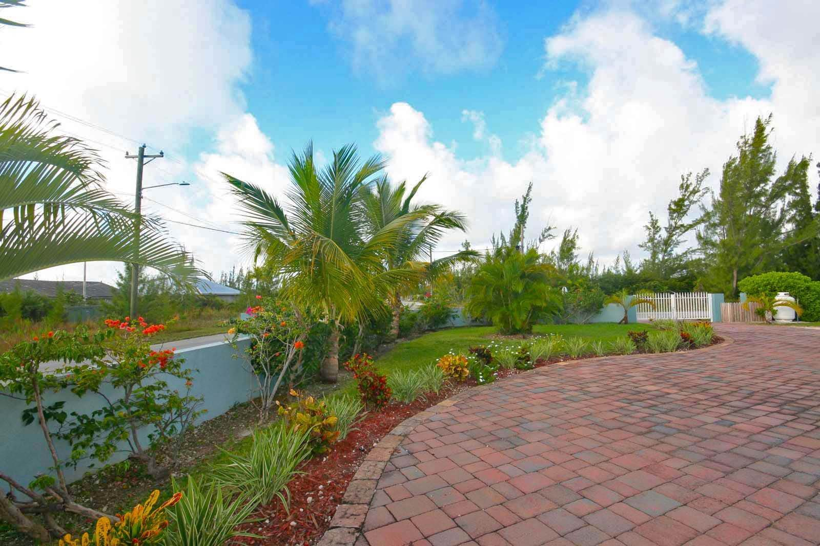 25. Single Family Homes for Rent at Wonderful Canal Front Home Near Beach in Fortune Bay! Fortune Bay, Freeport And Grand Bahama, Bahamas