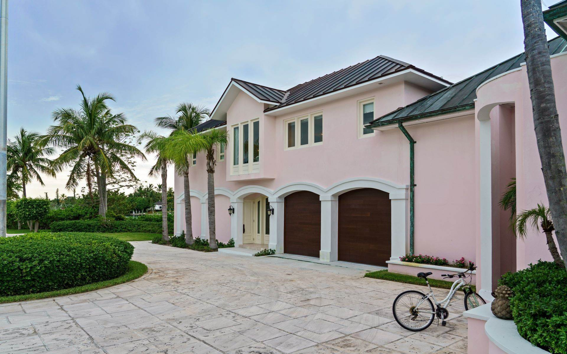 39. Single Family Homes for Sale at Luxurious Lyford Cay Canalfront Estate - MLS 40934 Lyford Cay, Nassau And Paradise Island, Bahamas