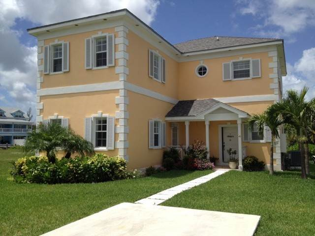 2. Single Family Homes por un Alquiler en Executive canal front home with dock in Sandyport, West Nassau Sandyport, Cable Beach, Nueva Providencia / Nassau Bahamas