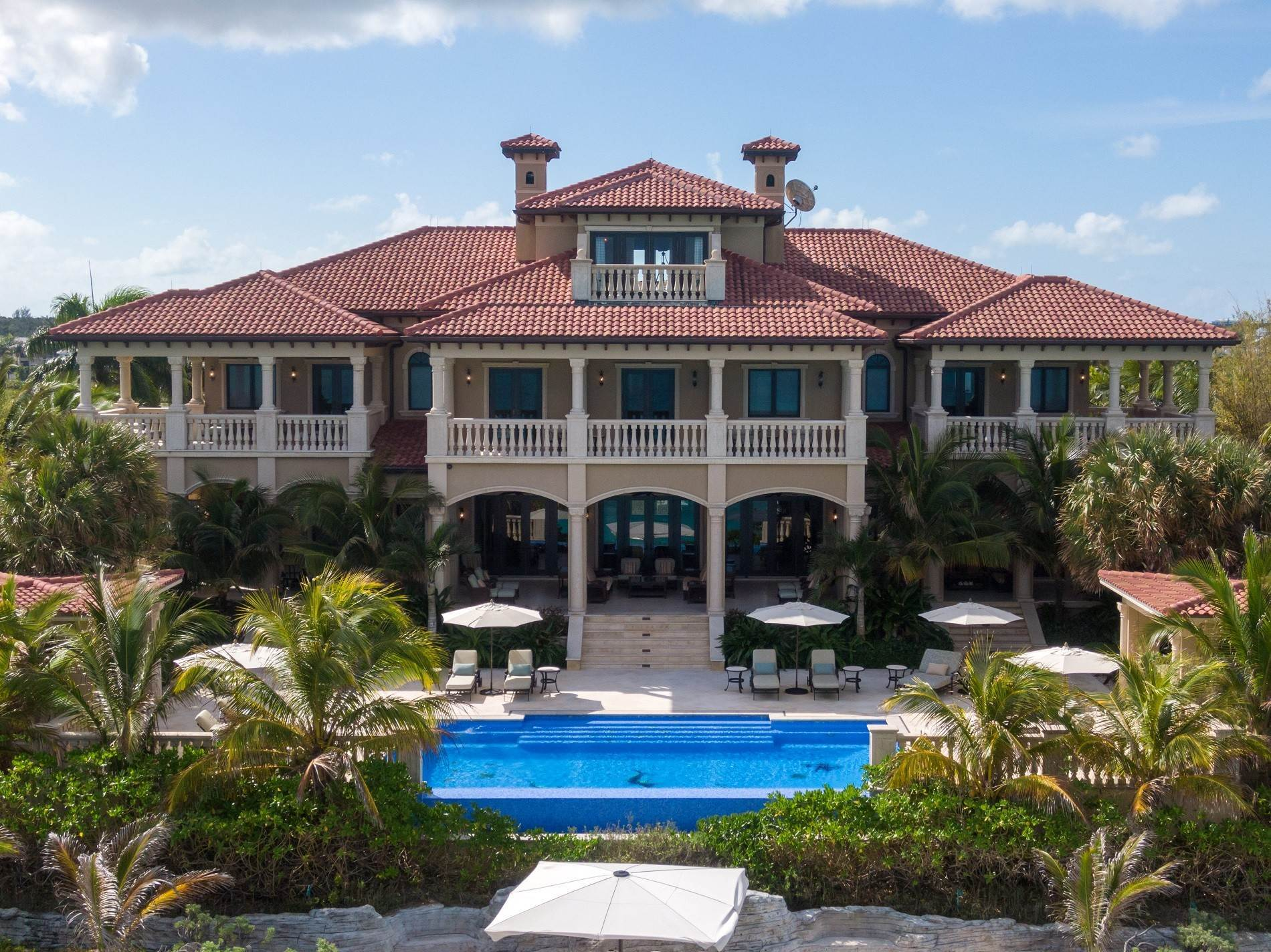 25. Single Family Homes for Sale at The Impeccable Krystal House at Old Fort Bay - MLS 40681 Old Fort Bay, Nassau And Paradise Island, Bahamas