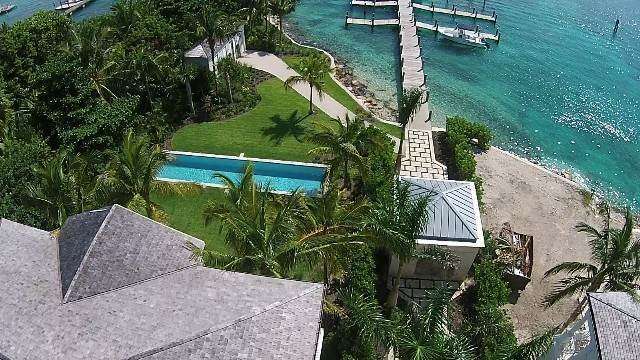 7. Single Family Homes for Rent at Beautiful Beach House Villa set on Colonial Beach, Paradise Island Western End, Paradise Island, Nassau And Paradise Island Bahamas