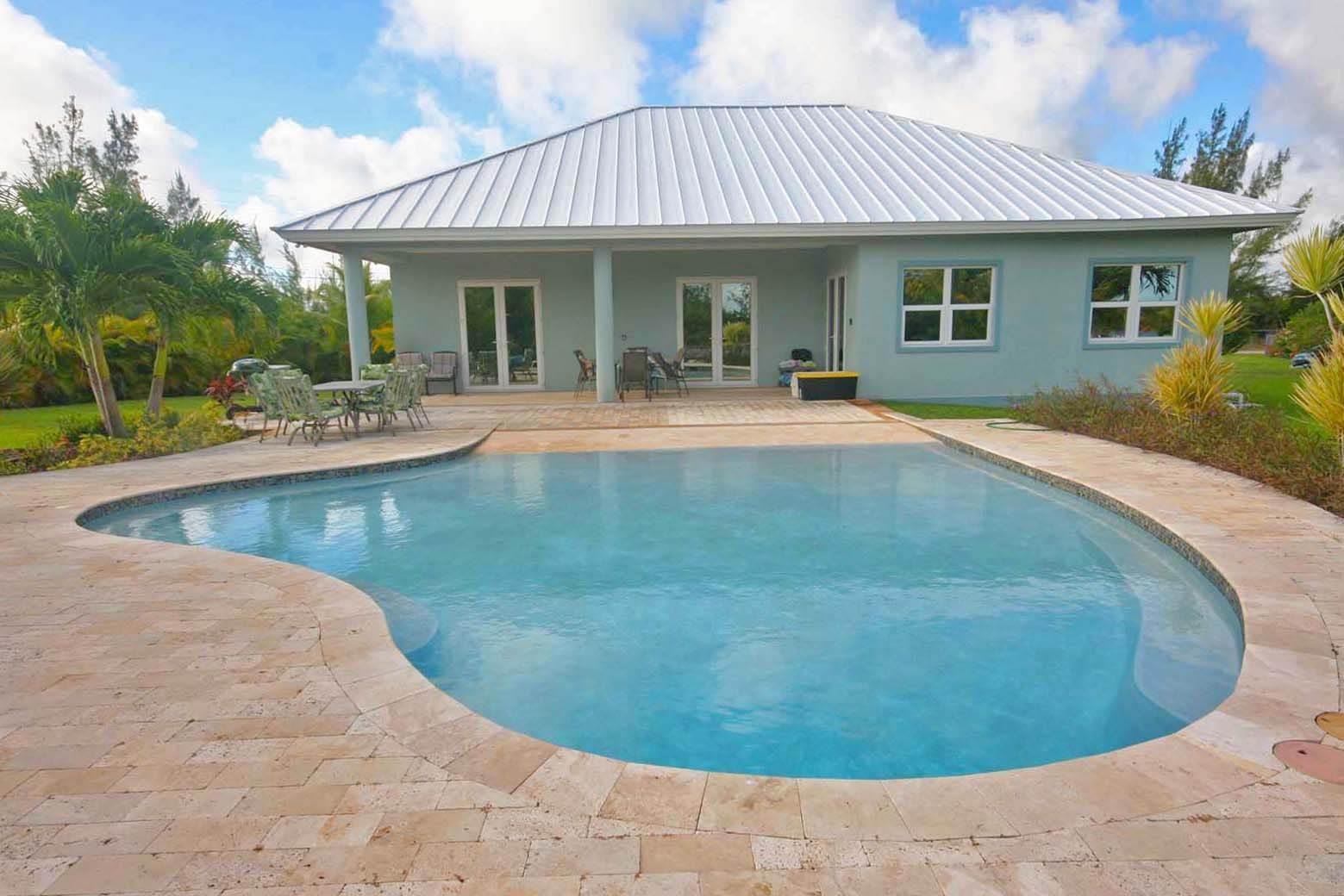 26. Single Family Homes for Rent at Wonderful Canal Front Home Near Beach in Fortune Bay! Fortune Bay, Freeport And Grand Bahama, Bahamas