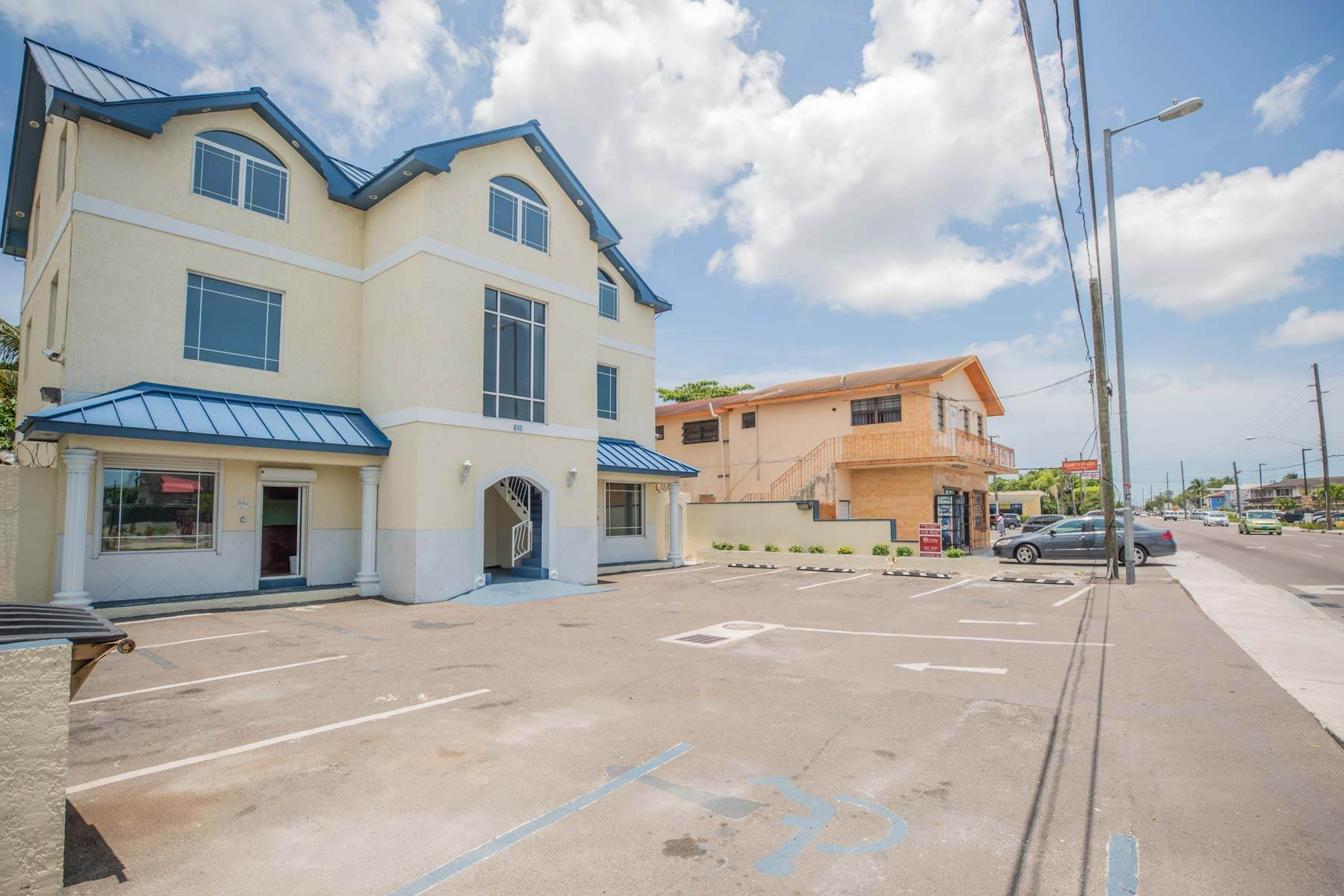 9. Commercial for Rent at Unique Discovery Plaza Upper Floor Office Space - MLS 33337 Nassau And Paradise Island, Bahamas