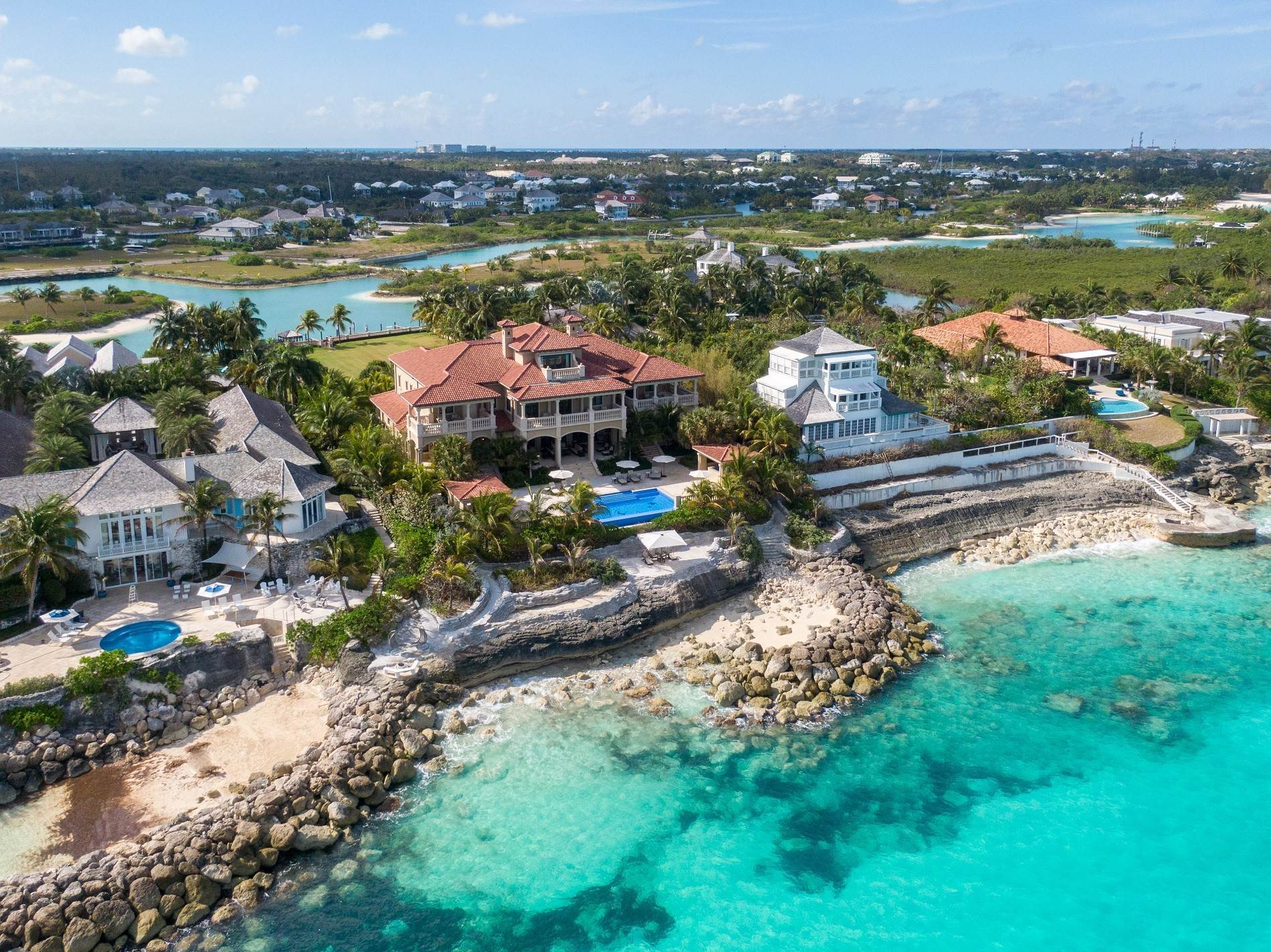 26. Single Family Homes for Sale at The Impeccable Krystal House at Old Fort Bay - MLS 40681 Old Fort Bay, Nassau And Paradise Island, Bahamas