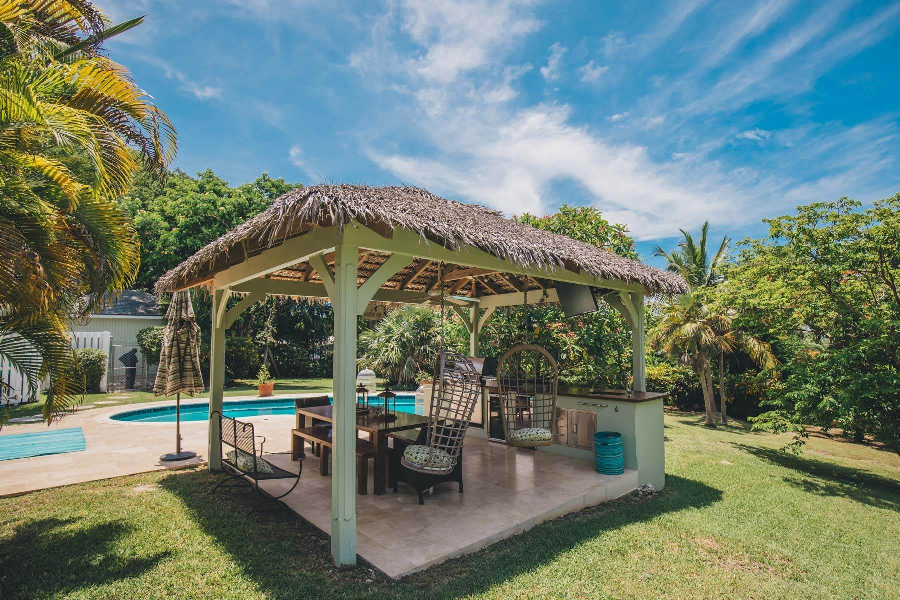 27. Single Family Homes for Sale at Charming Skyline Heights Home - MLS 43542 Nassau And Paradise Island, Bahamas