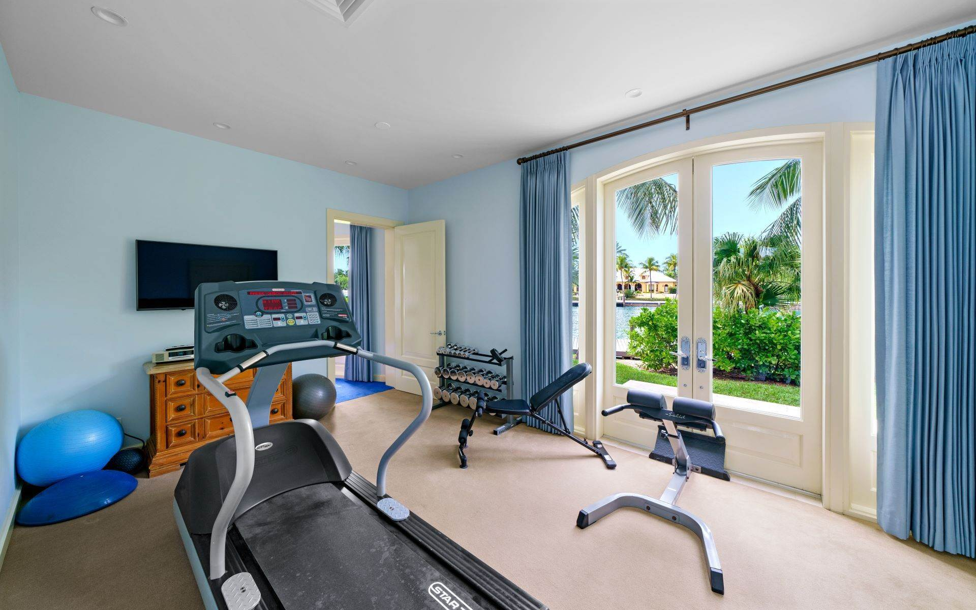 41. Single Family Homes for Sale at Luxurious Lyford Cay Canalfront Estate - MLS 40934 Lyford Cay, Nassau And Paradise Island, Bahamas