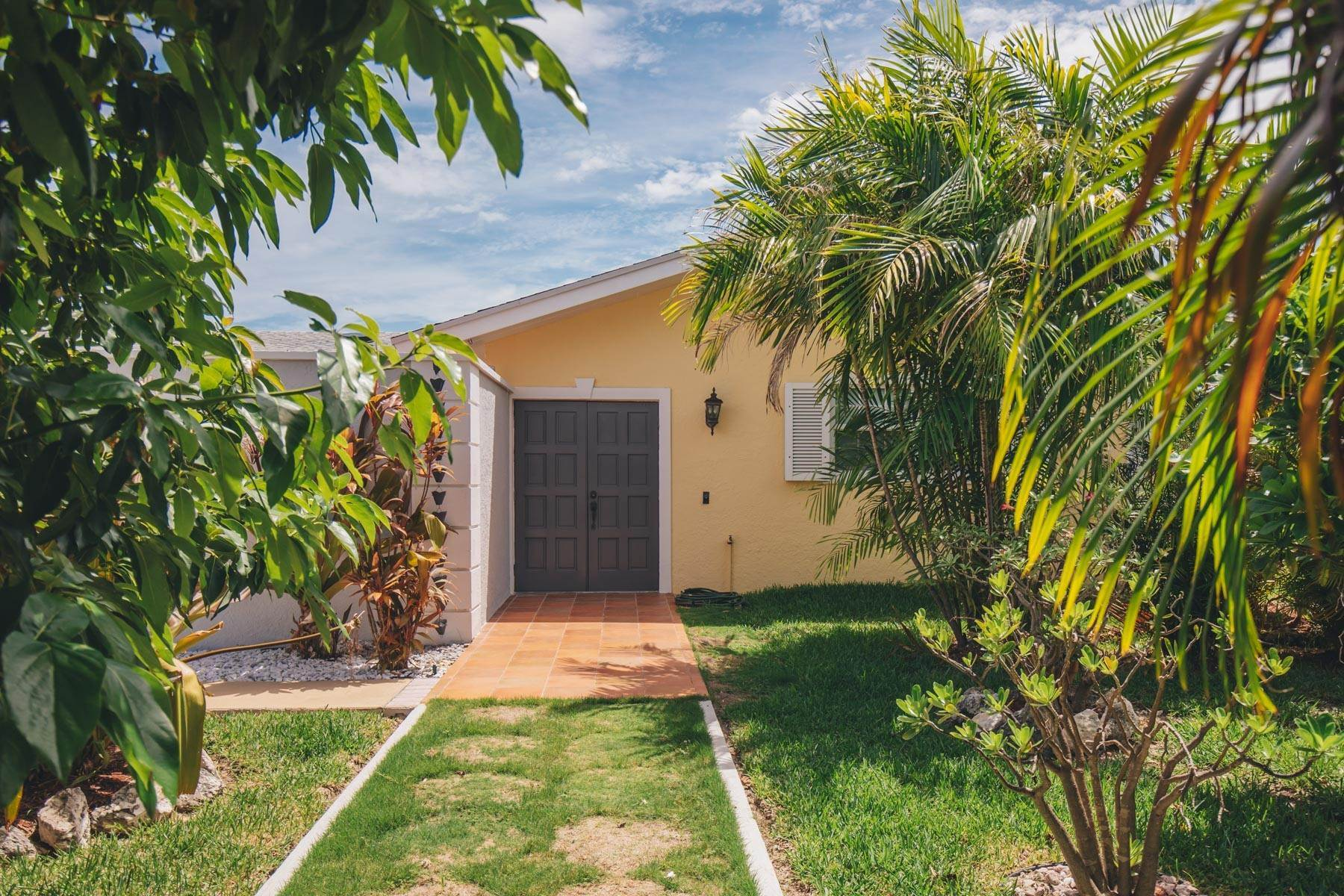 29. Single Family Homes por un Alquiler en Elegant Canal front Ranch Home in Port New Providence - MLS 43697 Port New Providence, Yamacraw, Nueva Providencia / Nassau Bahamas