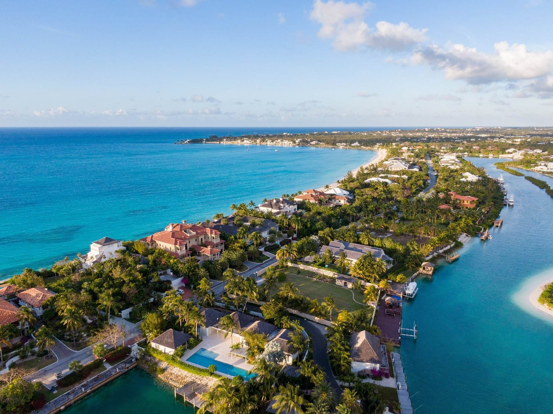 27. Single Family Homes for Sale at The Impeccable Krystal House at Old Fort Bay - MLS 40681 Old Fort Bay, Nassau And Paradise Island, Bahamas