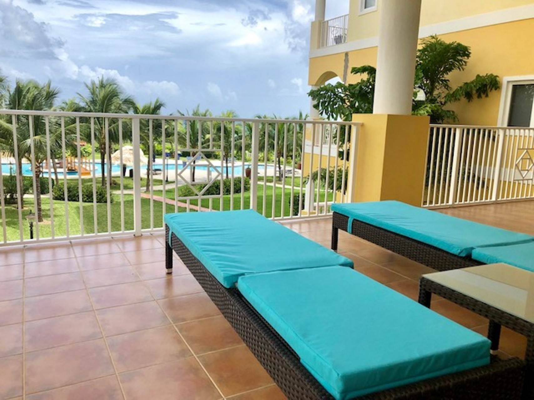 10. Co-op / Condo for Rent at Reduced! Caves Heights Beautifully Furnished Turnkey Condo - MLS 40690 Caves Heights, Nassau And Paradise Island, Bahamas