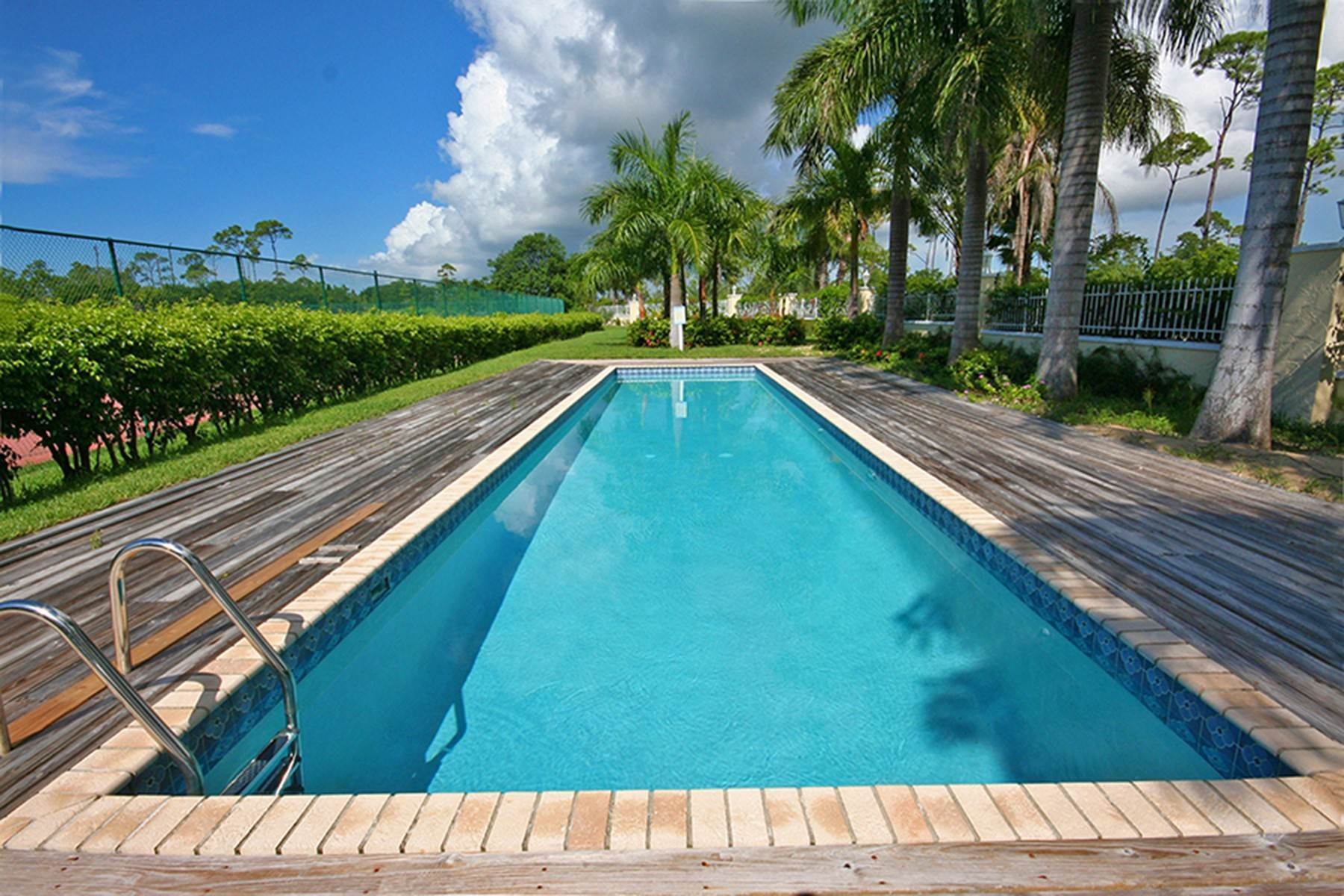 27. Single Family Homes for Rent at Gorgeous Customized 5 Bedroom Home in Gated Beachfront Community of Shoreline Shoreline, Lucaya, Freeport And Grand Bahama Bahamas