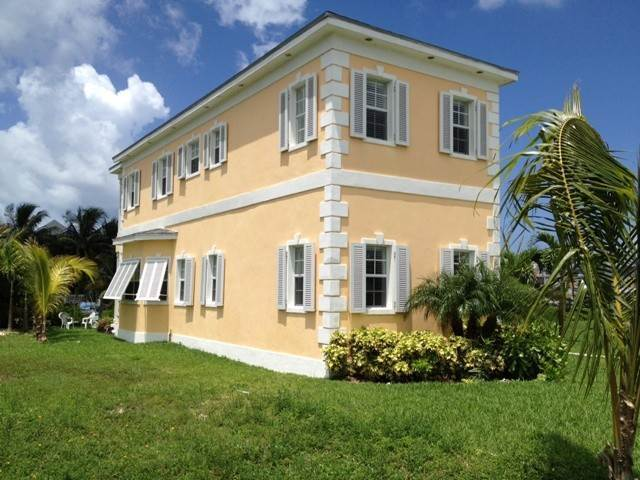 4. Single Family Homes por un Alquiler en Executive canal front home with dock in Sandyport, West Nassau Sandyport, Cable Beach, Nueva Providencia / Nassau Bahamas