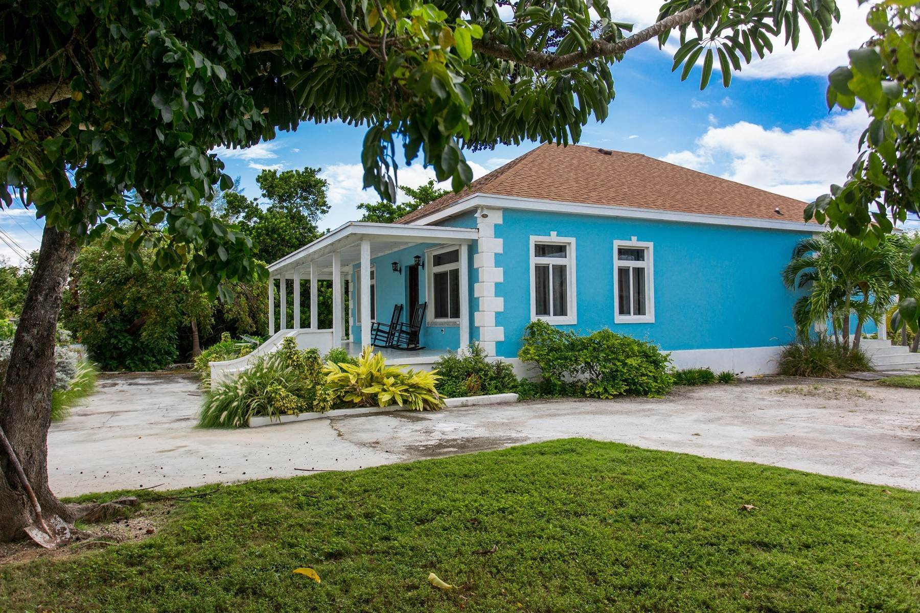 28. Single Family Homes for Sale at Eastern Road / Winton Highway Beautiful Sea Views - For Sale or Rent - MLS 39025 Eastern Road, Nassau And Paradise Island, Bahamas
