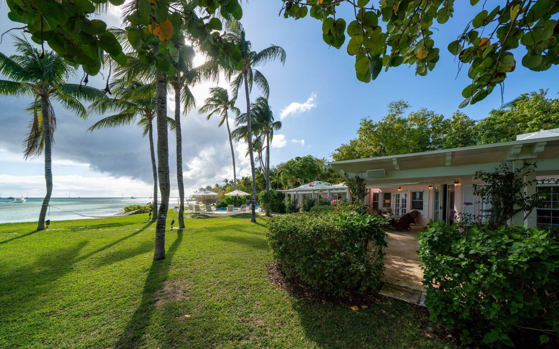 50. Single Family Homes for Rent at Magnificent Lyford Cay Beachfront Estate Lyford Cay, Nassau And Paradise Island, Bahamas