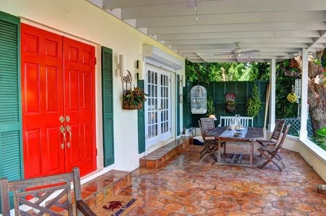 20. Single Family Homes for Sale at Tambourina Island Villa and Cottage, Eastern Road (MLS 24295) Eastern Road, Nassau And Paradise Island, Bahamas