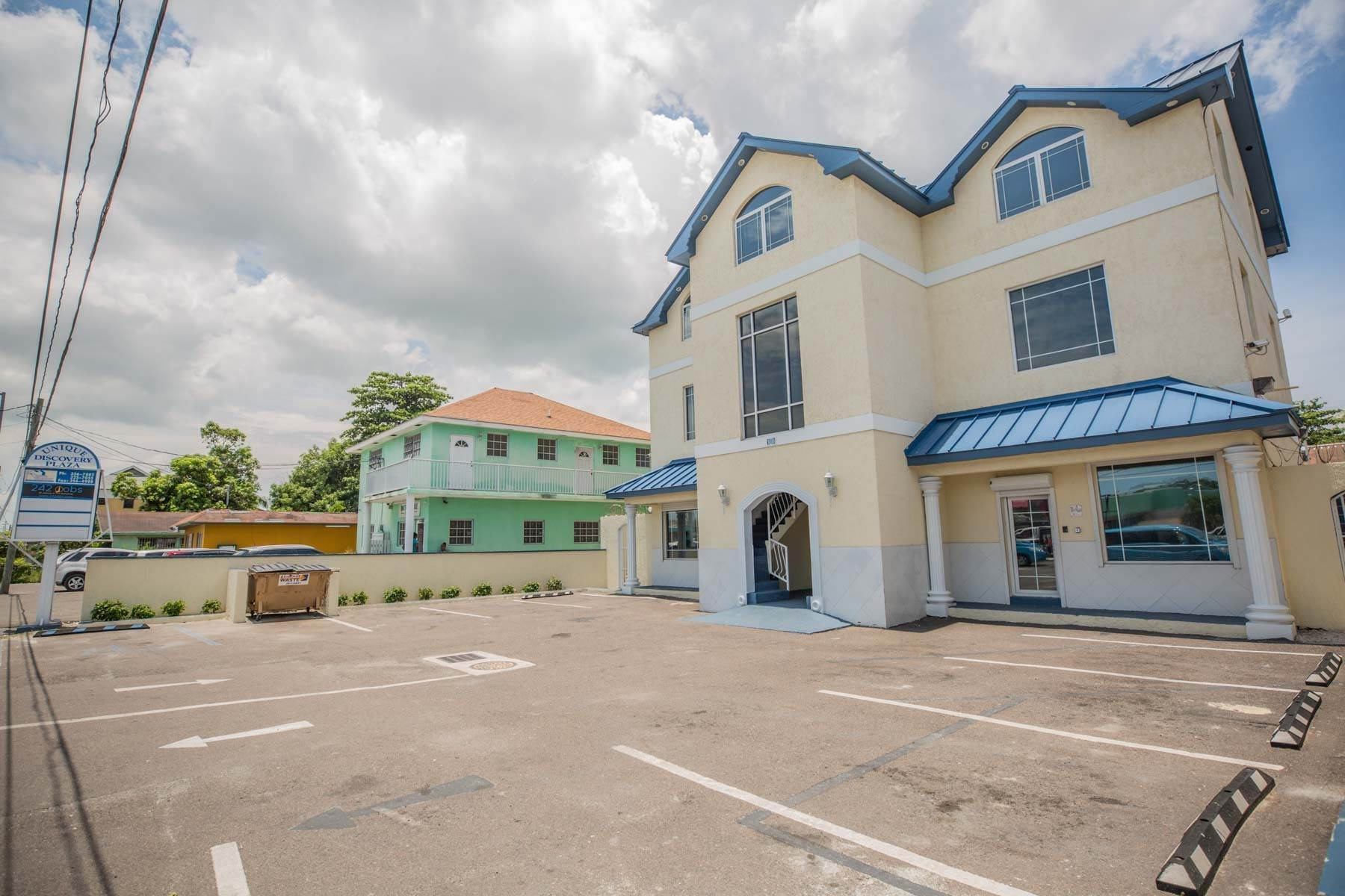 11. Commercial for Rent at Unique Discovery Plaza Upper Floor Office Space - MLS 33337 Nassau And Paradise Island, Bahamas