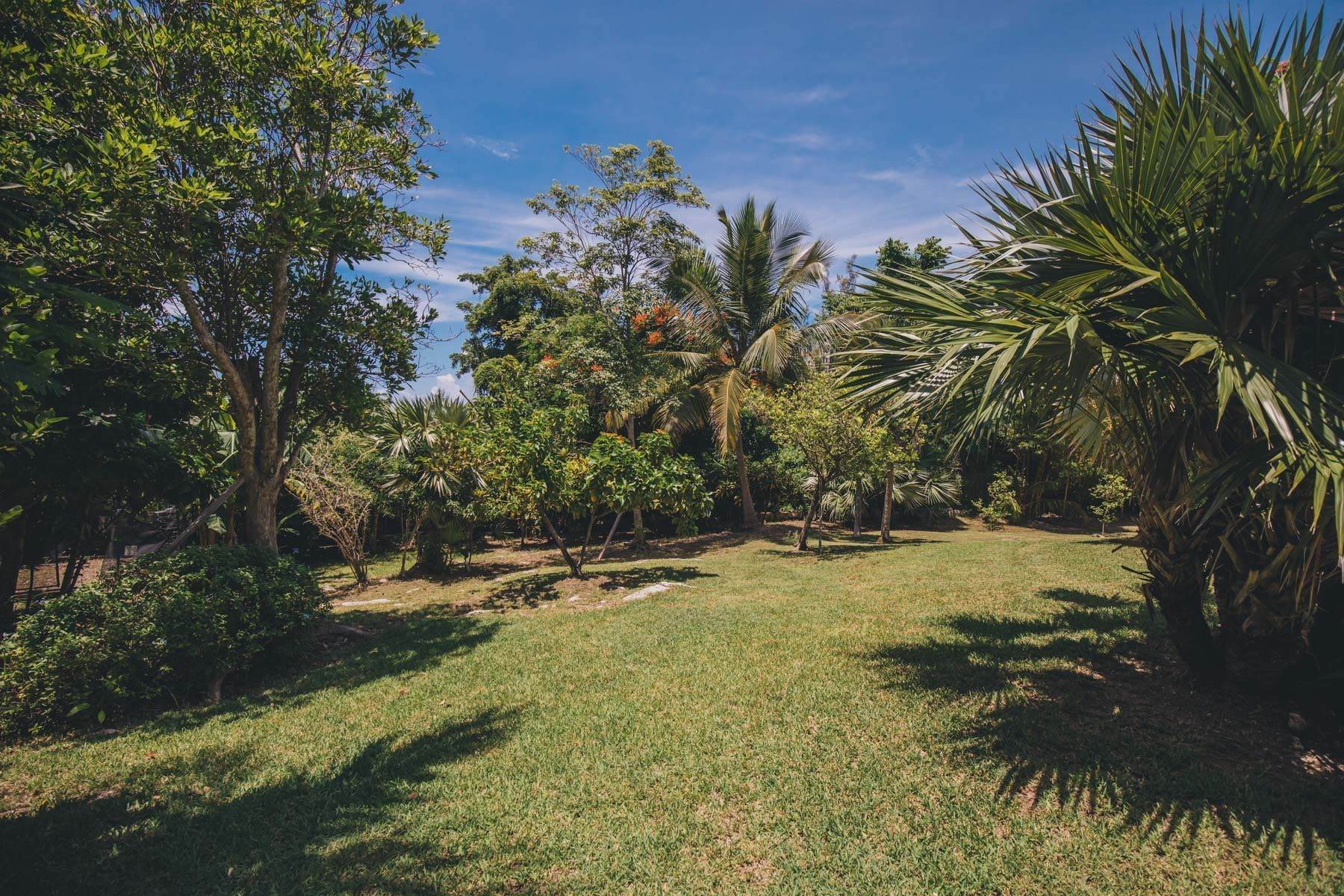 29. Single Family Homes for Sale at Charming Skyline Heights Home - MLS 43542 Nassau And Paradise Island, Bahamas