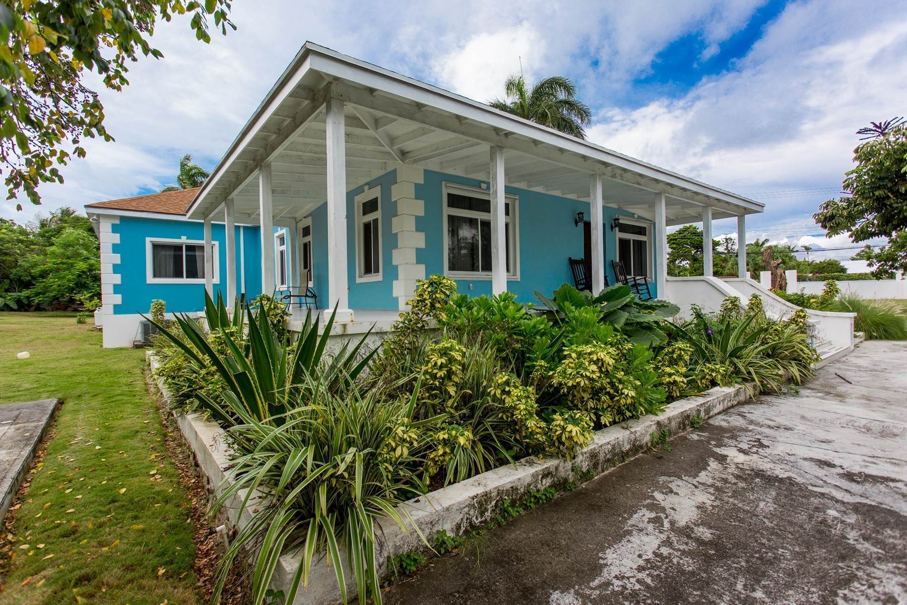 30. Single Family Homes for Sale at Eastern Road / Winton Highway Beautiful Sea Views - For Sale or Rent - MLS 39025 Eastern Road, Nassau And Paradise Island, Bahamas