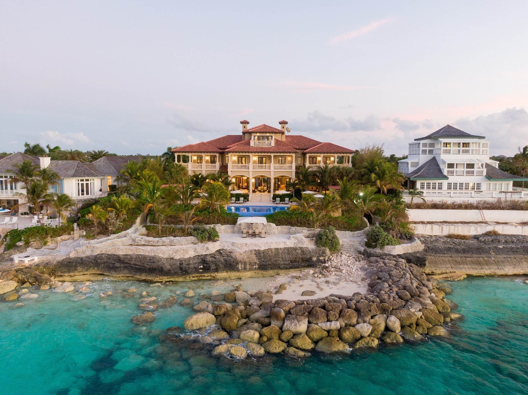 30. Single Family Homes for Sale at The Impeccable Krystal House at Old Fort Bay - MLS 40681 Old Fort Bay, Nassau And Paradise Island, Bahamas