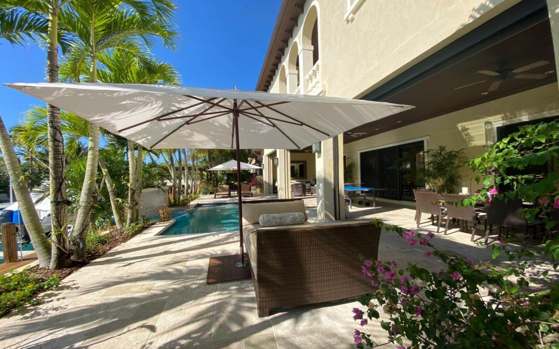 30. Single Family Homes for Sale at Immaculate House on Venetian Lane in Old Fort Bay Old Fort Bay, Nassau And Paradise Island, Bahamas