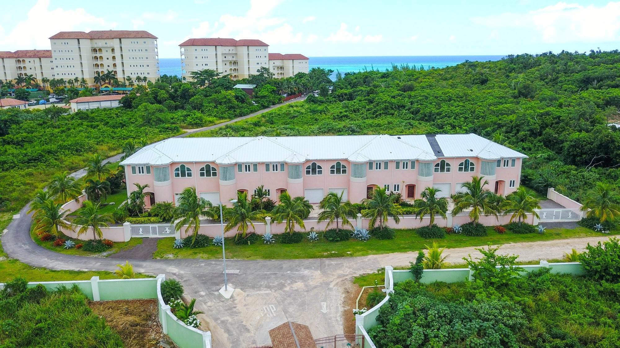 3. Single Family Homes for Sale at Caves Crest Apartments Caves Heights, Nassau And Paradise Island, Bahamas