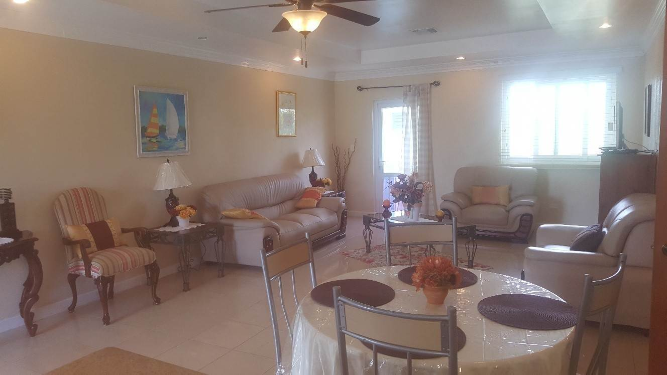 2. Co-op / Condominio por un Alquiler en Modern 2 Bedroom Apartment in Cable Beach Cable Beach, Nueva Providencia / Nassau, Bahamas