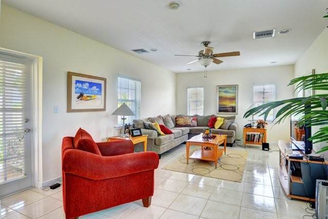 5. Single Family Homes por un Alquiler en Executive canal front home with dock in Sandyport, West Nassau Sandyport, Cable Beach, Nueva Providencia / Nassau Bahamas